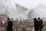 Спасатели на месте крушения грузового самолета Boeing-747 под Бишкеком