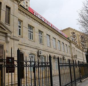 Здание университета Тефеккюр в Баку