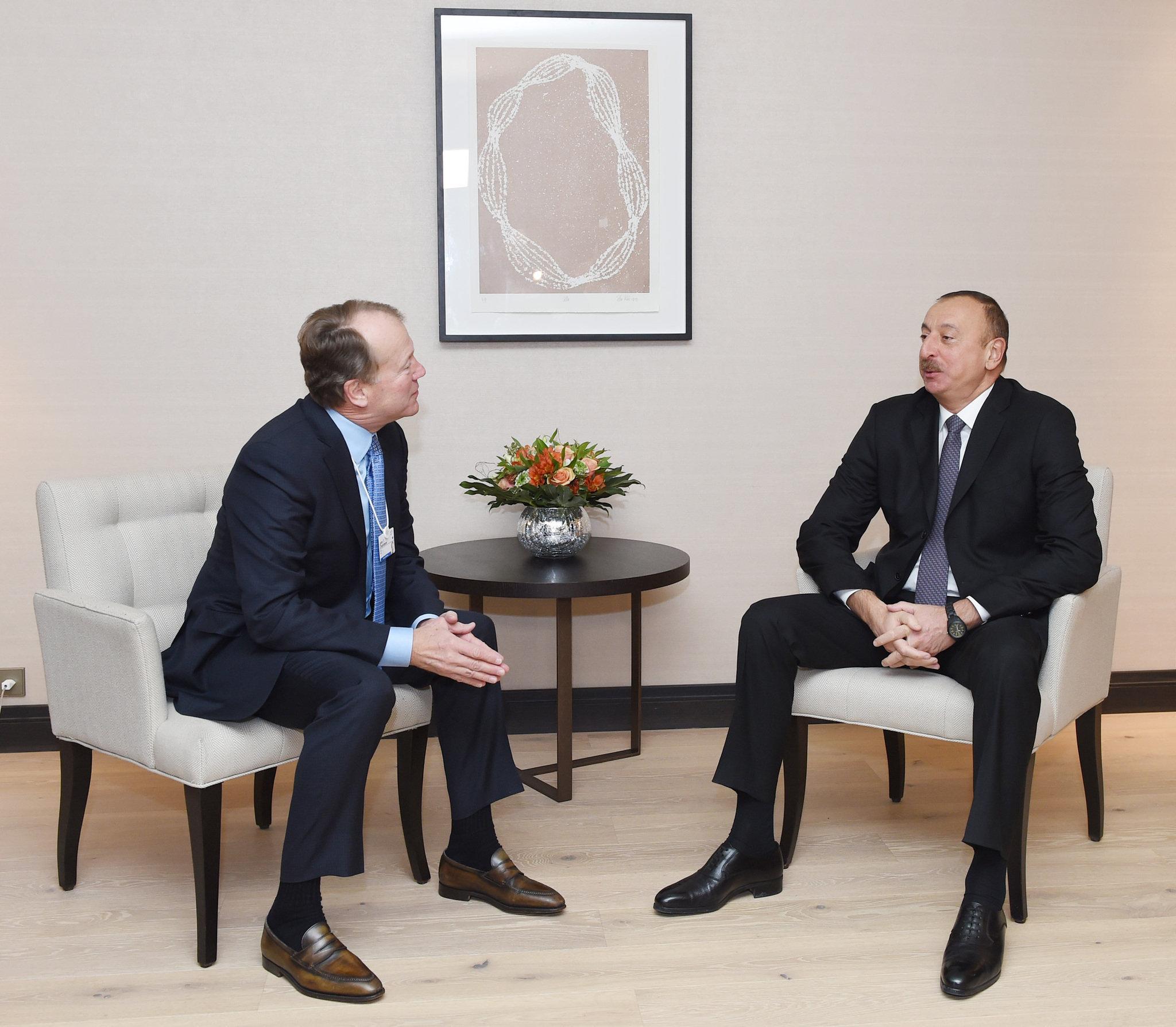 Ильхам Алиев встретился с исполнительным председателем компании CISCO Джоном Чемберсом