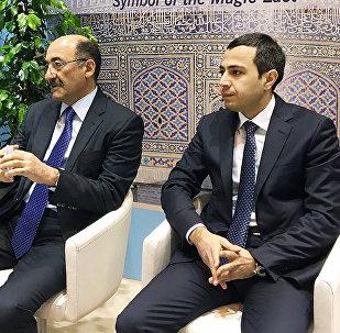 Министр культуры и туризма Азербайджана Абульфас Гараев (слева)