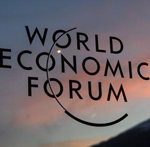 Табличка Всемирного экономического форума в Давосе, 17 января 2017 года