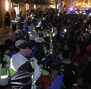 Стычки с полицией и беспорядки на улицах – митинг в Вашингтоне против Трампа