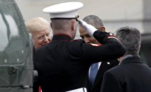 Президент Дональд Трамп провожает экс-президента Барака Обаму перед Капитолием