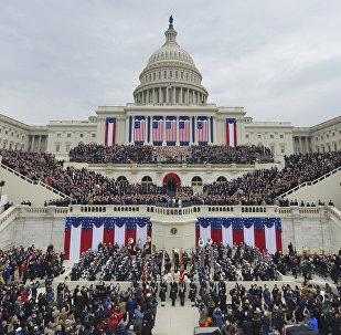 Люди перед Капитолием в день инаугурации Дональда Трампа