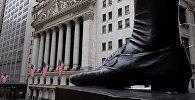 Люди перед Нью-Йоркской фондовой биржей, фото из архива