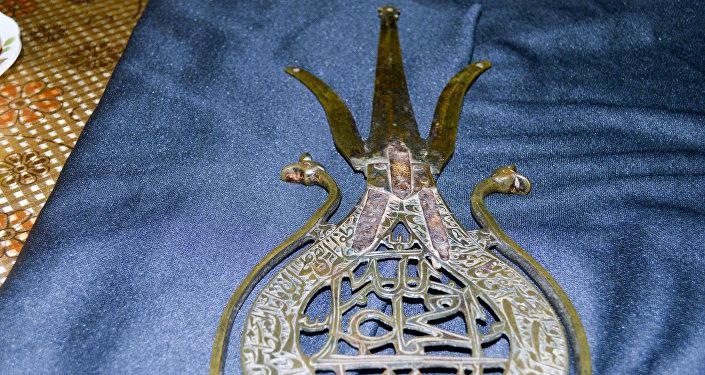 Навершие древка знамения шаха Исмаила Хатаи