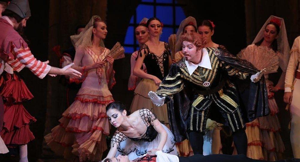 Белорусские артисты балета Александра Чижик и Костантин Героник показали спектакль Дон Кихот на сцене Азербайджанского государственного академического театра оперы и балета