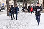 Улицы Баку после прошедшего снегопада