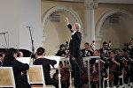 Главный дирижер Симфонического оркестра Чеченской государственной Валерий Хлебников выступил в Баку