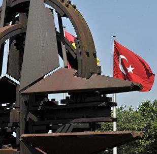Флаги Турции перед штаб-квартирой НАТО в Брюсселе, фото из архива
