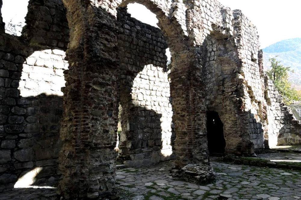 Базилика Гум в Гахе