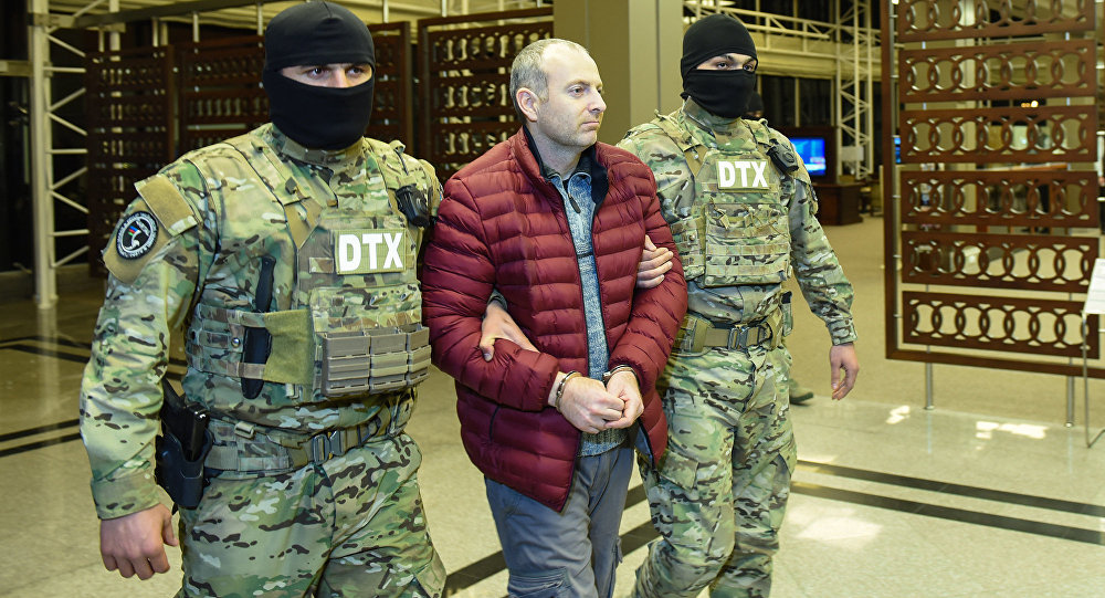 Российско-израильский блогер Александр Лапшин в бакинском аэропорту, архивное фото
