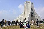 Сотни тысяч иранцев вышли на улицы в 38-ю годовщину Исламской революции в стране