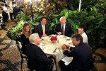 Президент США Дональд Трамп и премьер-министра Японии Синдзо Абэ во Флориде