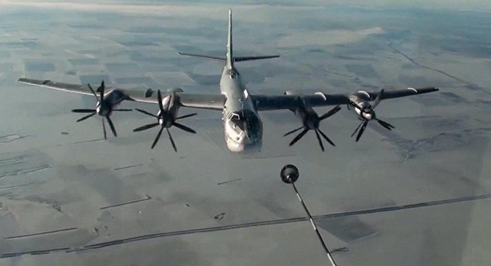 Русские бомбардировщики нанесли удары пообъектам террористов врайоне сирийского города Ракка