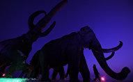 Rusiyanın Xantı-Mansiysk şəhərində bürüncdən mamont heykəlləri