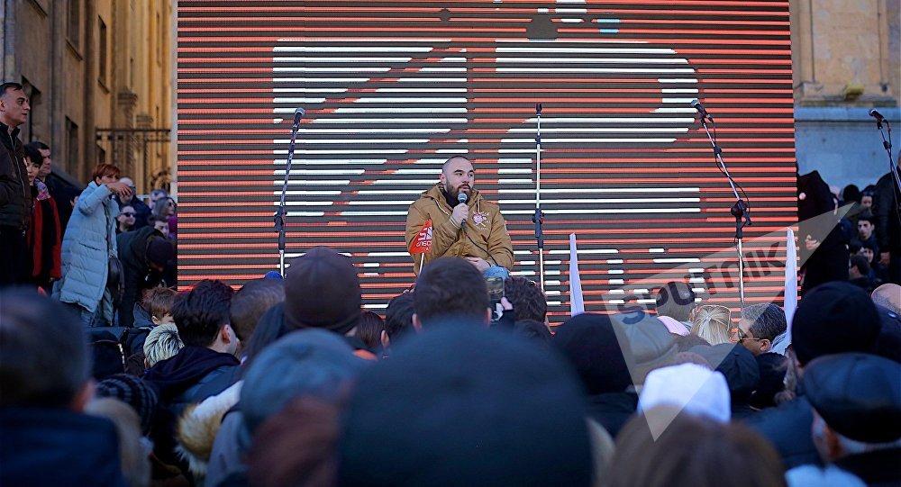 ВТбилиси тысячи вышли наакцию против закрытия канала «Рустави— 2»