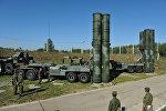 Пусковые установки зенитной ракетной системы комплекса С-400 Триумф 210-го ордена Красной Звезды зенитного ракетного полка