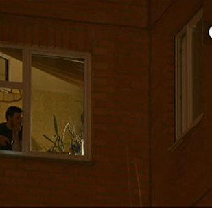 LIVE: Мужчина захватил в заложники жену и дочерей в Москве