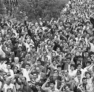 Митинг в Ереване в поддержку решения о выводе нагорного Карабаха из состава Азербайджана