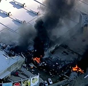 Самолет врезался вторговый центр около Мельбурна. Карды с места ЧП