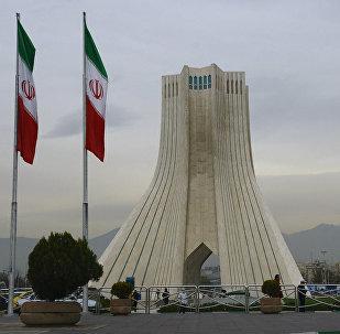 Башня Азади, построенная на одноименной площади в Тегеране.