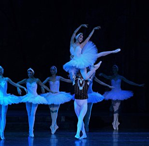 Сцена из балета Лебединое озеро, фото из архива