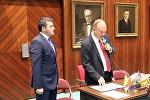 Председатель комитета по ассигнованиям Палаты представителей штата Аризона Дон Шутер зачитывает Декларацию о признании Ходжалинского геноцида