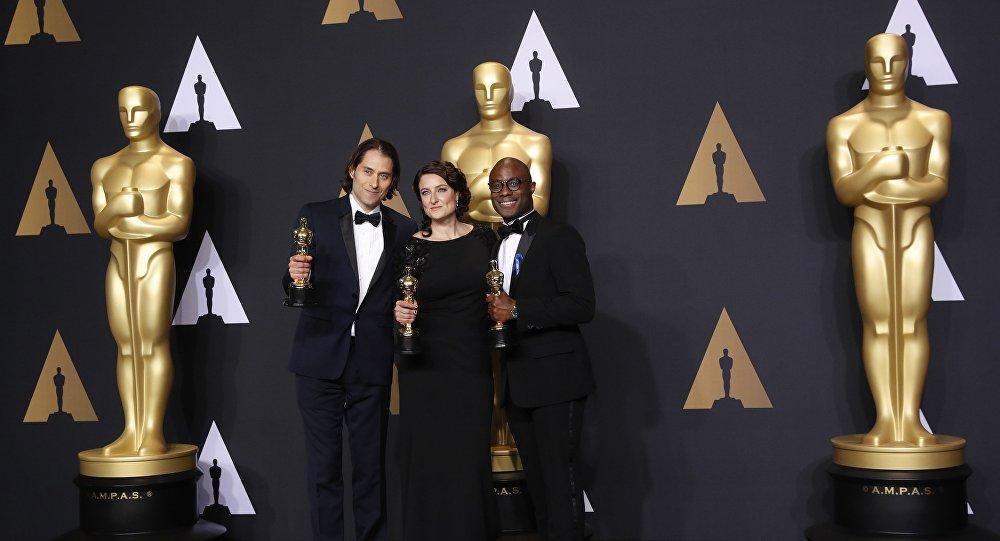 Номинация Лучший фильм была присуждена ленте Лунный свет