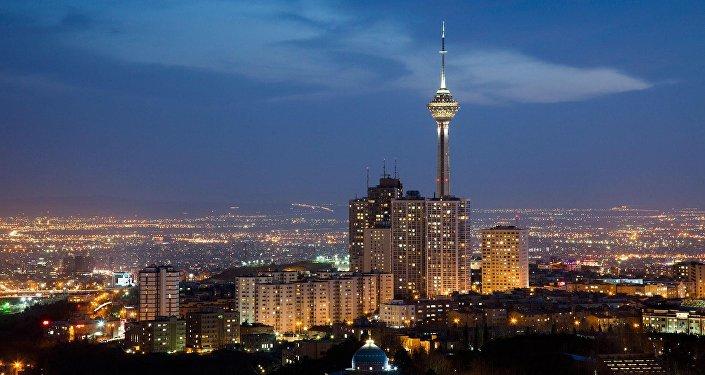 Вид на вечерний Тегеран, фото из архива
