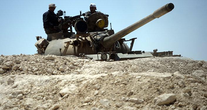Танк сирийской армии при подъезде к Пальмире, фото из архива