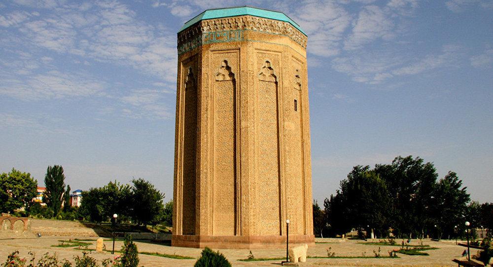 Naxçıvan, Möminə xatun türbəsi