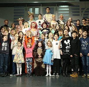 Участники международного конкурса Ты супер! на мюзикле Золушка