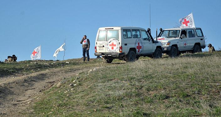 Автомобили представителей Международного комитета Красного Креста, архивное фото