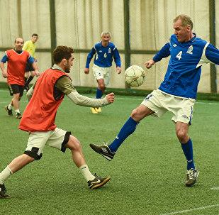 Товарищеский матч между ветеранами футбола и известными азербайджанскими спортсменами