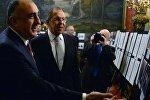Министр иностранных дел РФ Сергей Лавров (справа на первом плане) и министр иностранных дел Азербайджана Эльмар Мамедъяров во время встречи в Москве