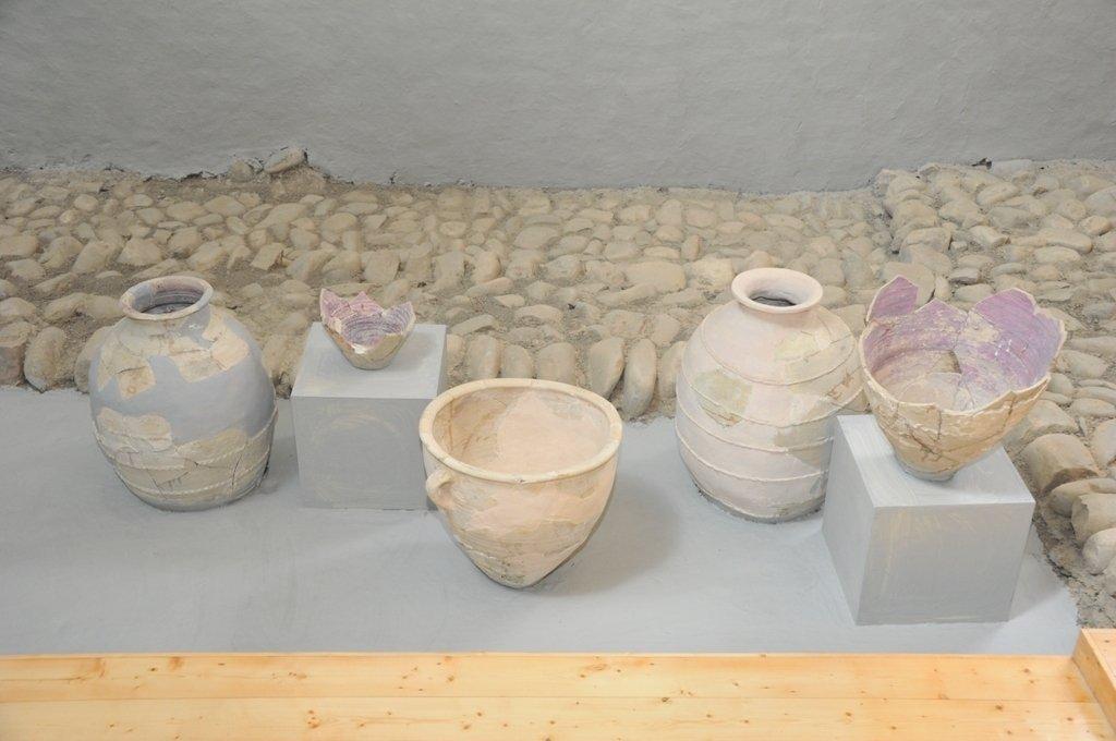 Arxeoloji qazıntılar zamanı tapılmış qədim məişət əşyaları