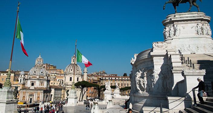Площадь Венеции (Piazza Venezia) в Риме, фото из архива