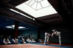 Посетители на занятиях по каратэ, фото из архива