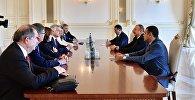 Президент Ильхам Алиев принял делегацию Сената Франции, возглавляемую Андре Рейшаром