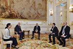 Ильхам Алиев встретился в Париже с президентом компании Vivaction
