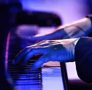 Пианист, фото из архива