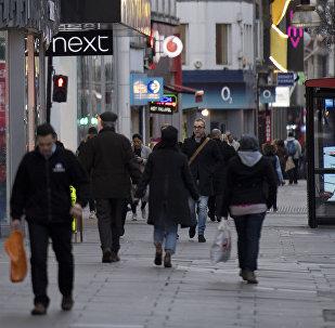 Горожане на одной из центральных улиц Лондона, фото из архива