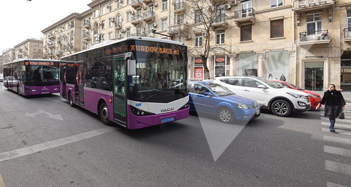 Движение транспорта в Баку, архивное фото