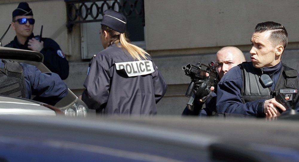 Полиция в Париже, фото из архива