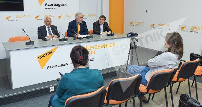 Пресс-конференция председателя Общества свободных потребителей Азербайджана Эйюба Гусейнова