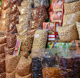 Лавка с орехами на Тезе базаре в Баку