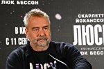 Режиссер Люк Бессон на пресс-конференции в отеле Ritz-Carlton перед премьерой своего нового фильма Люси