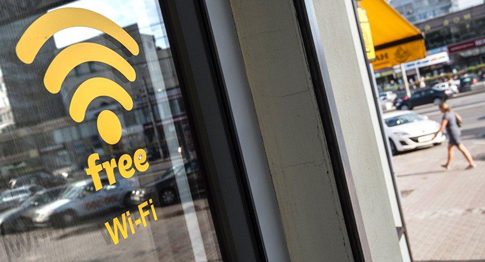Наклейка Wi-Fi на дверях, фото из архива