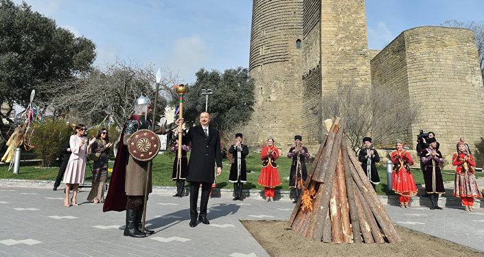 Ильхам Алиев принял участие в общенародном веселье по случаю Новруз байрамы